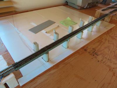 橋脚の設置と河川部の下地作成3