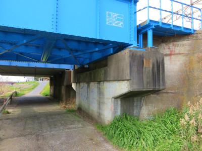擁壁と橋桁8